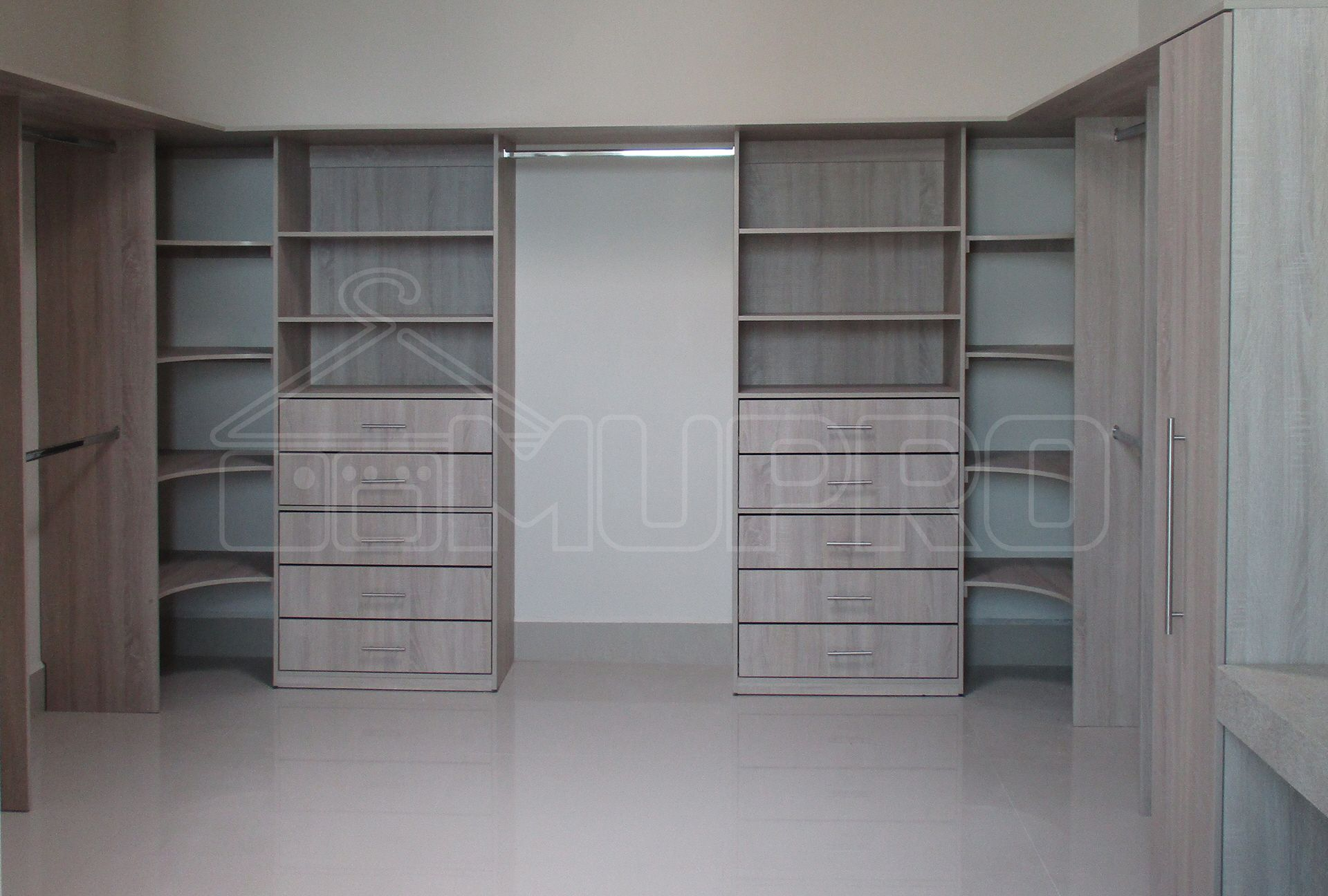 Vestidores (Walk-In Closets)